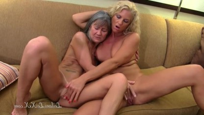 Бабушка Саманта научила подругу изысканным лесбийским ласкам