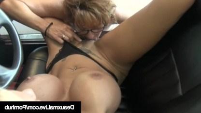 Лесбиянка Дюксма забавляется с грудастой сучкой из местного автосервиса