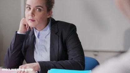 Милфа работает секретаршей и получает двойное проникновени от босса и его друга