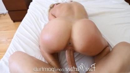 Милфе Чери Девиль очень нравится начинать день с бодрящего вагинального траха