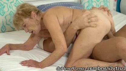 Парень трахает старушку в волосатую киску и мечтает о ее наследстве