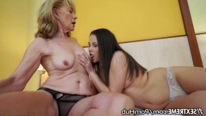 Зрелая лесбиянка показала молодой Daisy Lee все премудрости куни