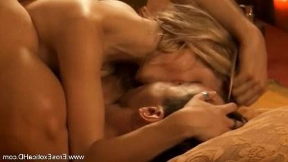 Романтическая обстановка сподвигла зрелую красотку на анальный трах с партнером