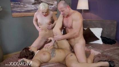 Юная дочь занимается групповым сексом с матерью и ее страстным любовником