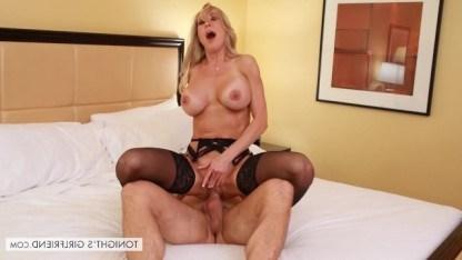 Зрелая Брэнди Лав подрабатывает проституткой, потому что очень любит ебаться