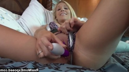 Зрелая добивается фантастического оргазма с помощью секс-игрушки