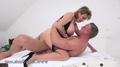 Зрелая Lady Sonia знает, что массаж дойками всегда перерастает в дикий секс