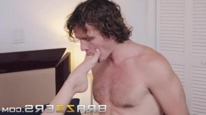 Зрелая мачеха Крисси Линн удовлетворила потребности пасынка в горячем сексе