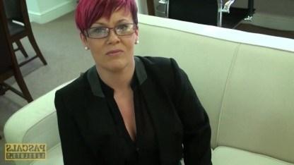 Зрелая милфа проходит собеседование на работу трахаясь с чуваком в пизду